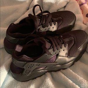 Black Nike Huarache Run (Size 6Y Boys)